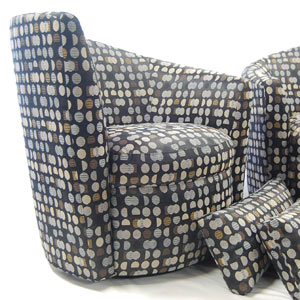 Round chair with pillows